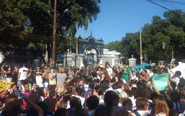 Alunos, pais e professores protestaram contra corte durante visita de Bolsonaro ao Rio de Janeiro