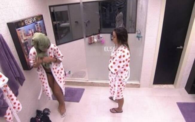 Fran diz para Letícia que se sentiu traída