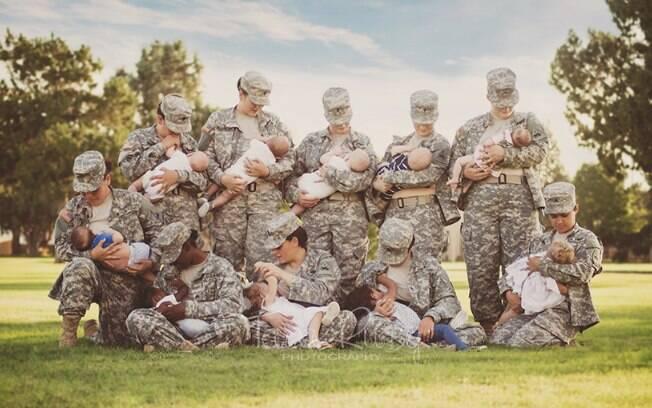 Tara Ruby, fotógrafa e mãe americana, fotografou militares amamentando em 2015
