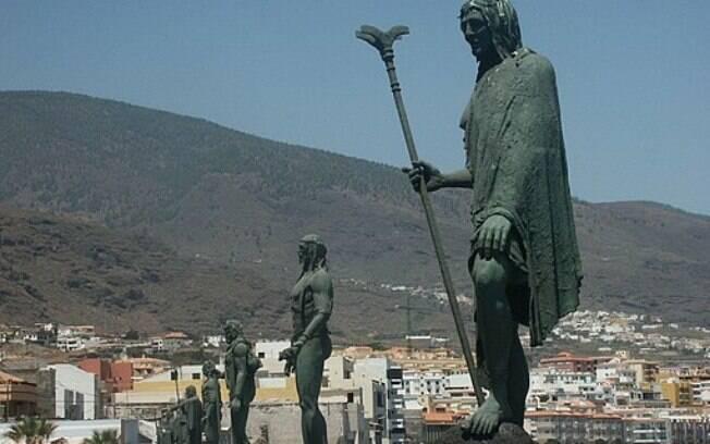 Estátuas homenageando o Povo Guanche, dizimado pela colonização espanhola, localizadas nas Ilhas Canárias