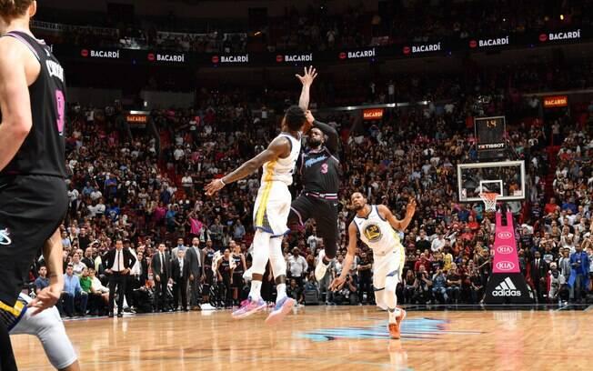 Wade acerta bola no último segundo e garante vitória do Heat sobre os Warriors