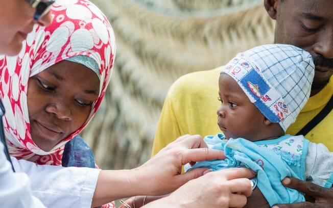 Médicos da OMS e Médicos Sem Fronteiras foram enviados ao Congo para aplicar a vacina contra o vírus Ebola
