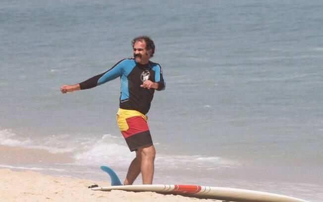 Humberto Martins prepare-se para surfar nesta quinta-feira (01)