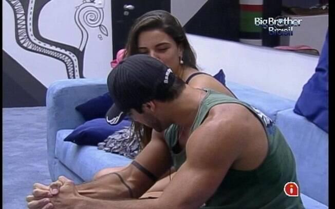 Yuri critica o comportamento de João Carvalho para Laisa