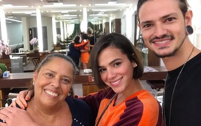 Bruna Marquezine muda visual e aparece com os cabelos mais curtos!