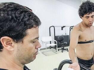 Roberto Chiari cuida do bom funcionamento do organismo dos atletas, inclusive em longas viagens