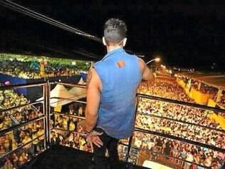 Um dos maiores blocos de Minas Gerais comemora 18 anos e reúne cerca de 10 mil pessoas