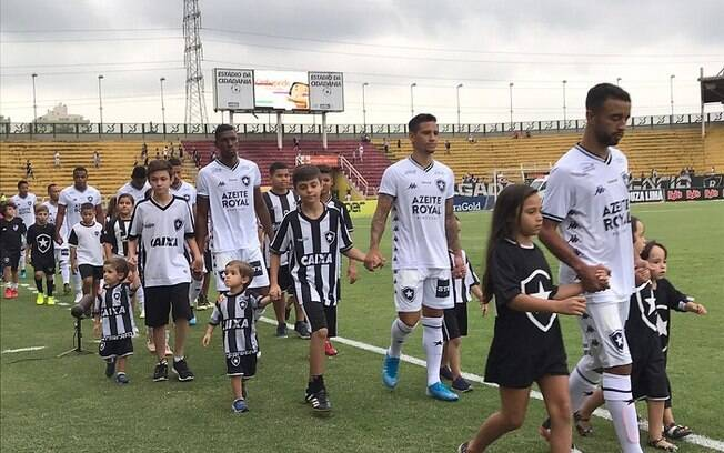 Botafogo tropeçou logo na estreia do Carioca