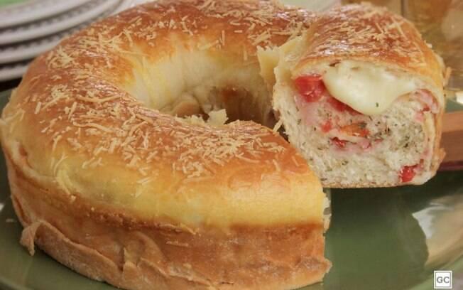 Rosca de presunto e queijo para o lanche da tarde