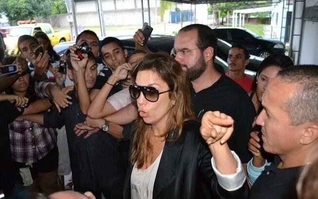Ivete Sangalo chegando a Recife neste domingo (1º)