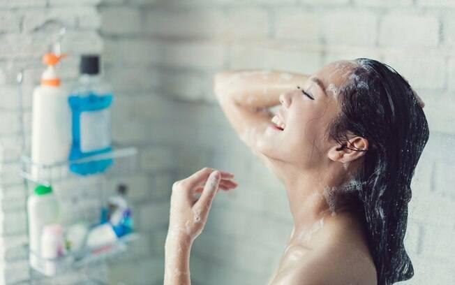 Os tipos de o shampoo sem sulfato , silicone e parabenos estão fazendo sucesso por causa de sua formulação mais leve