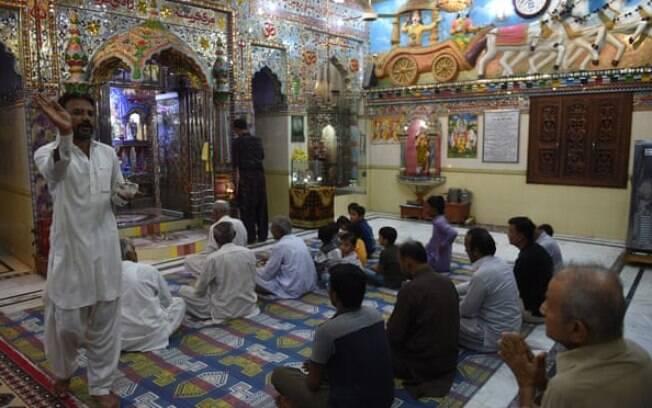 Um movimento religioso violento ateou fogo recentemente a um templo hindu