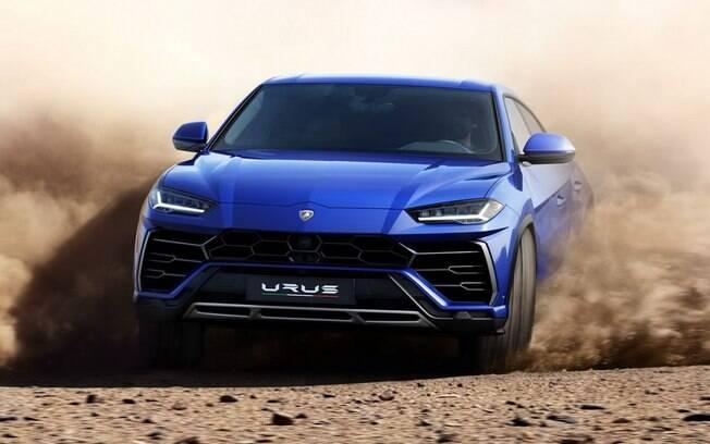 Lamborghini Urus: apesar dos 2.200 kg e o grande porte, o SUV de 660cv acelera de 0 a 100 km/h em apenas 3,6 s