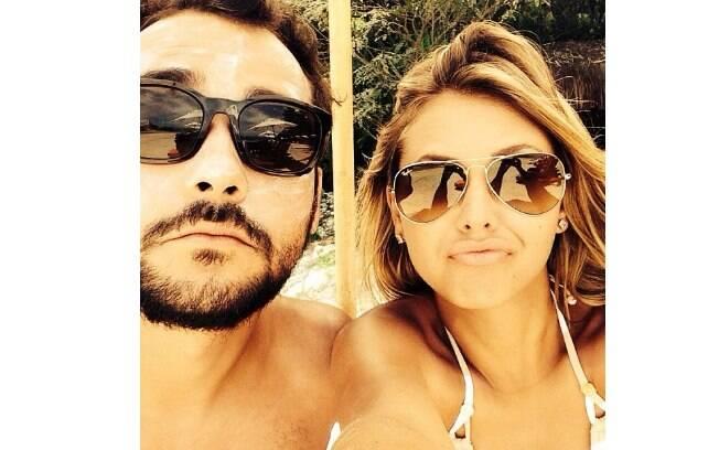 Eduardo Sterblitch e Louise D'Tuani trocaram fotos e declarações nas redes sociais
