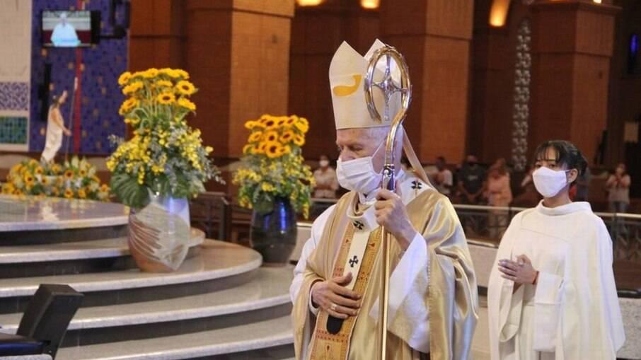 Basílica de Aparecida reúne 154 pessoas na missa da Páscoa, após liberação de cerimônias religiosas