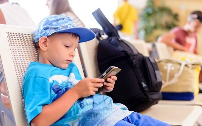Pesquisa mostra que, para 85% dos entrevistados, a internet dos filhos deve ser controlado durante uma viagem; veja