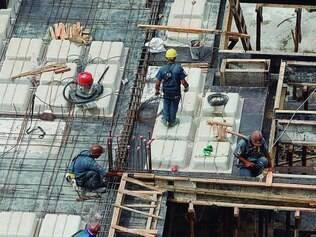 Razão. Pequena oferta de terrenos hoje não justificaria unidades em construção mais caras que prontas