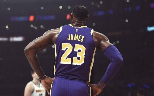 Astro da franquia de Los Angeles, LeBron ultrapassou Michael Jordan nesta quarta-feira