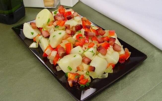 Salada de batata cozida com bacon de dar gua na boca