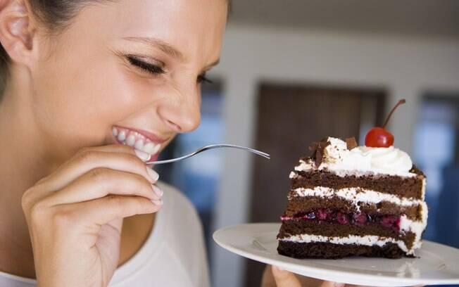 Não comer doce evita o diabetes - a alegação não está correta, pois existem outros tipos de alimentos – como pães, massas e raízes – que se transformam em açúcar no sangue, contribuindo para o aparecimento da doença. Foto: Thinkstock/Getty Images