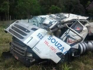 Veículo estava carregado com ferragens e seguia para o Rio de Janeiro