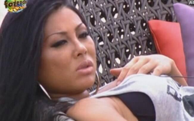 Natália se irritou com Flávia