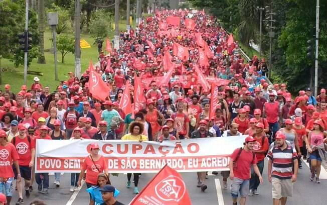 Marcha do MTST do ABC Paulista até o Palácio dos Bandeirantes, no Morumbi, defende ocupação em São Bernardo