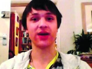 YouTube. Simon Metin conta em vídeos como superou a anorexia