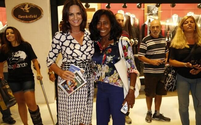 Glória Maria posa com Luiza Brunet no Rio de Janeiro