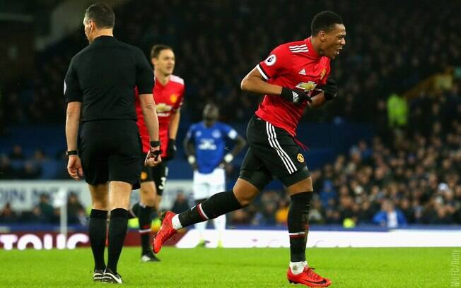 Martial fez o primeiro gol do Manchester City no duelo diante do Everton, fora de casa