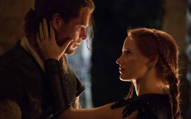 Jessica Chastain faz a caçadora dona do coração do personagem de Hemsworth