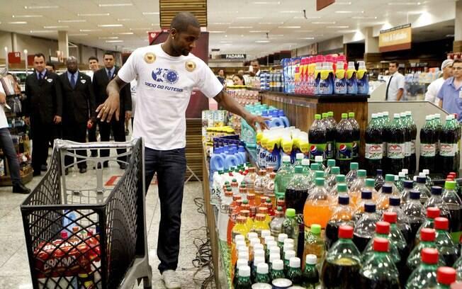 Dedé foi apresentado num supermercado de Belo  Horizonte