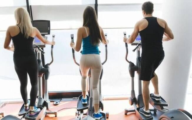 Exercícios no elíptico ajudam a tonificar músculos e emagrecer