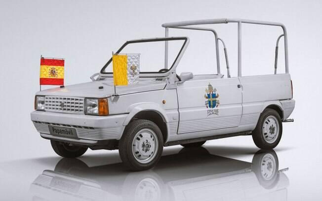 O menor papamóvel já utilizado foi o pequeno espanhol SEAT Panda, onde só cabiam o motorista, um passageiro e o pontífice.