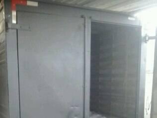 Caminhão foi encontrado em galpão no bairro Ipiranga