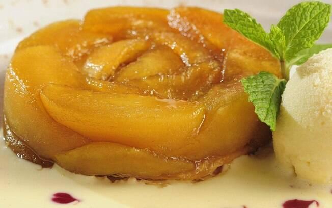 Foto da receita Tarte tatin do restaurante Le French Bazar pronta.