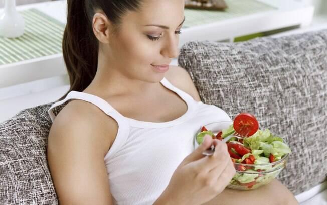 Escolhas alimentares da gestante podem moldar o paladar do bebê prestes a nascer