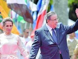 A primeira dama e o governador passaram em revista às tropas da PM