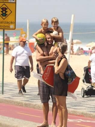 Família completa: Fernanda Lima e Rodrigo Hilbert com os gêmeos, João e Francisco