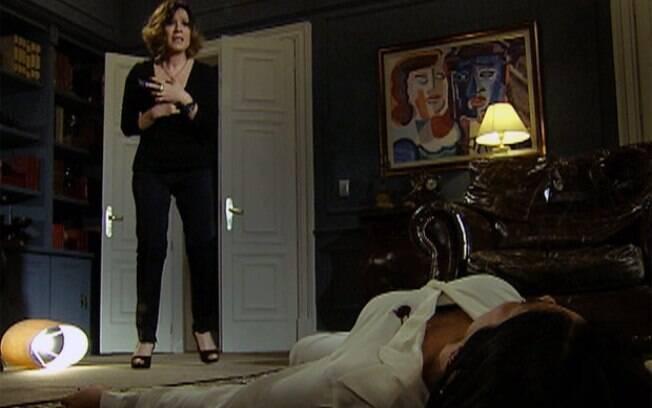 Wanda observa Norma morta no último capítulo de