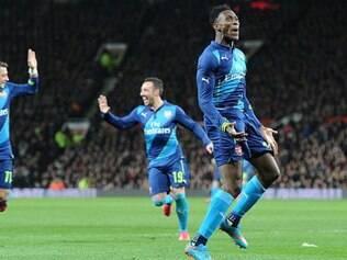 A vitória do Arsenal veio graças ao gol do ex-'Diabo Vermelho', Danny Welbeck (à dir.)
