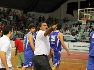 Técnico do Minas, Carlos Romano, também entrou na confusão