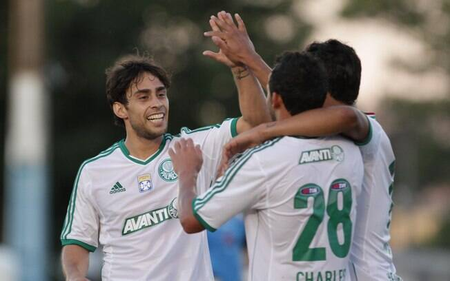 Na volta de Valdivia após 114 dias inativo,  goleada sobre o Oeste por 4 a 0, pela sétima  rodada