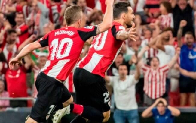 Arduriz comemora gol da vitória do Athletic Bilbao sobre o Barcelona