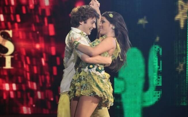 Miguel Roncato pediu Ana Flávia Simões em namoro ao vivo no Domingão do Faustão