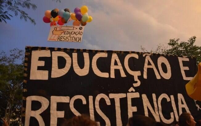 Concentração de manifestantes no Largo da Batata, zona oeste da capital paulista