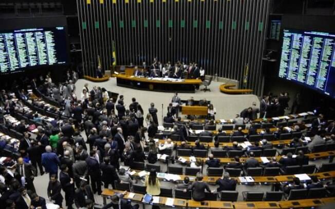 Plenário da Câmara dos Deputados discute emenda à PEC da Reforma Política, que institui o sistema eleitoral
