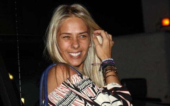 Adriane Galisteu: sem maquiagem e mais loira