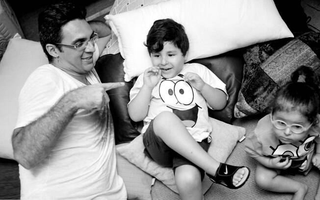 André com os filhos, Jonathan e Valentina. Foto: André Giorgi