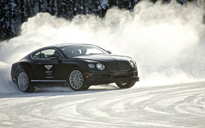 Bentley oferece curso de direção no gelo da Finlândia, a 60 km do Círculo Polar Ártico